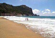 Ежегодно пляж Клеопатры в Аланье принимает по 2 млн. туристов и жителей города