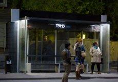 В аланийском Махмутларе устанавливают современные автобусные остановки