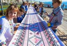 В турецком Измире отметили Всемирный день вышиванки