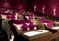 В стамбульском кинотеатре можно смотреть фильмы, лежа в постели