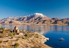 На дне легендарного озера Ван обнаружена крепость