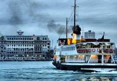 В Стамбуле через Босфор запустили дополнительные паромы.