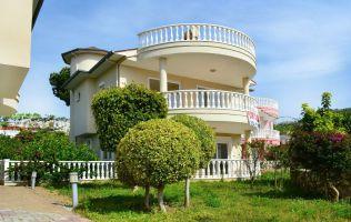 Вилла с большим живописным садом в районе Каргыджак г.Алания