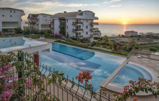 Эксклюзивные апартаменты с видом на море, построены на склоне горы, Конаклы