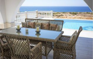 Новая шикарная вилла с видом на море в Кирении, Северный Кипр
