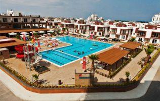 Недвижимость на берегу моря на Северном Кипре в шикарном строящемся комплексе на первой линии моря, Фамагуста