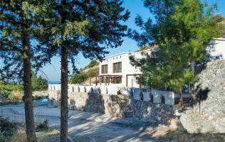 Уютная вилла 4+1 с бассейном на берегу моря в Кирении, Северный Кипр