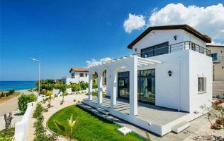 Красивая вилла с 3 спальнями в 150 м от Средиземного моря в Кирении, Северный Кипр