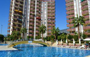 Mеблированная квартира в аренду с красивым видом на зеленую территорию комплекса, бассейн и горы.
