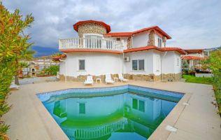 Двухэтажная вилла с собственным бассейном и  видом на Средиземное море