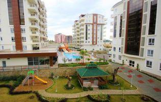 Двухуровневая квартира 2+1 в популярном жилом комплексе с собственным пляжем, Авсаллар.