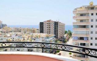 Меблированная квартира с красивым видом на море, горы и город.
