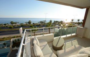Меблированная квартира с панорамным видом на море, на первой береговой линии
