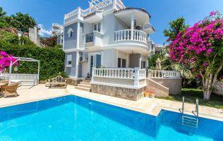 Великолепная вилла с бассейном и потрясающим видом в Аланье