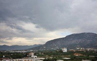 Новые апартаменты 4+1 с видом на горы в центре Махмутлара
