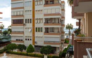 Трехкомнатная квартира с отдельной кухней и видом на море в Аланье