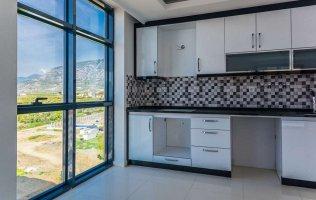 Квартира 1+1 с панорамными окнами в Алании Махмутлар