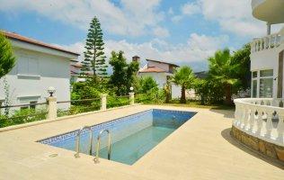 Просторная вилла с 4 спальнями в Алании с частным бассейном