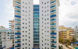 Новая квартира 1+1 с видом на море и горы в резиденции класса люкс в Алании, Махмутлар