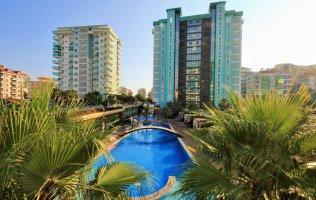 Шикарная  двухкомнатная квартира 2+1 с видом на бассейн в Алании, Махмутлар