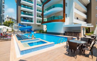 Квартира 1+1 в 250 метрах от пляжа Клеопатры в центре Аланьи