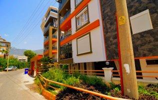 Недорогие трехкомнатные апартаменты в центре города Алании