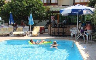 Отель в 150 м от пляжа Клеопатры в центре Алании