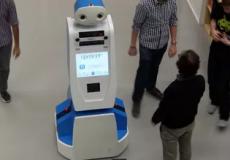 В аэропорту Стамбула пассажирам помогают роботы