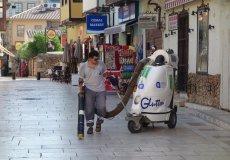 В Аланье пылесосят улицы