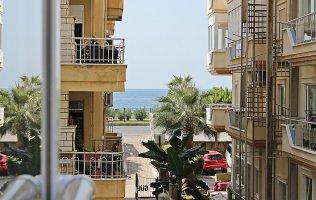 Недорогая квартира 2+1 в Алании на первой береговой линии в районе Махмутлар