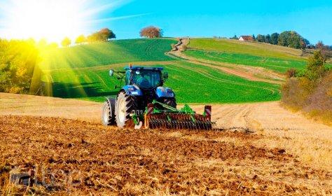 Турецкие полицейские вспахали пожилому фермеру поле